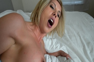 Amber Chase loves to fuck like pornstar