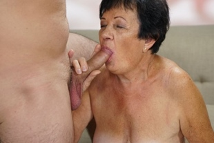 Granny Hettie banged from behind