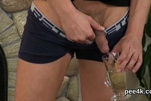 Flawless peach gets her wet pussy total of warm pee and