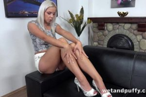 1068154 Wetandpuffy Penetrating The Peach