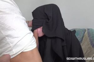 1086679 Nana Garnet Muslim Babe Ggets Given A Special Gift
