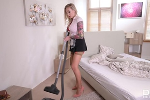 Sam Bourne and Kayla Green · Naughty Maid Blows the Bos