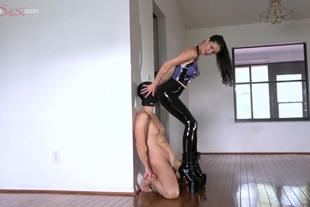 Worship Goddesse's Ass In Hot Latex Tight