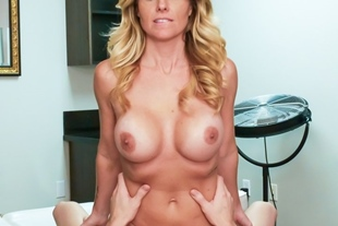 Tanning session with gorgeous MILF Prestyn Lee