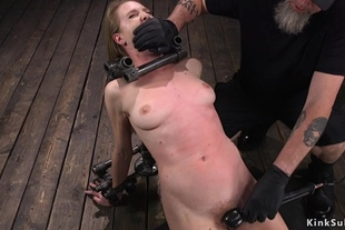 Bent back and locked slave pussy vibed