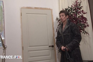 La France A Poil · Horny Cougar Seduces Young Cocky Ass