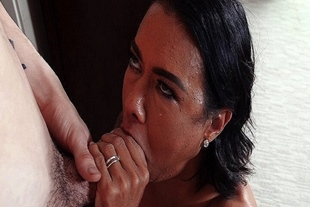 Vixen mom opens her mouth for her pervy stepson