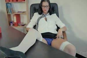 474005 Porntugal Sexy Babe With Glasses