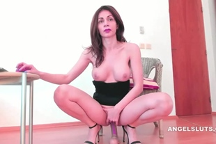 Hot Naughty Shaved Camshow Ends With Squirt