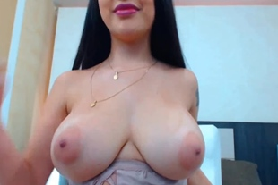 Amazing Brunette Babe With Plump Butt Live Cam