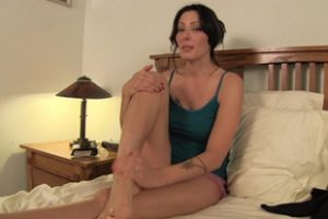 662758 Zoey Hot Stepmom