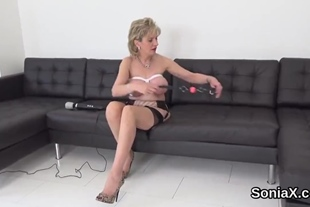 Adulterous uk milf lady sonia presents her huge tits
