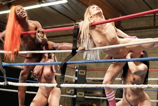 Wrestling babes lick pussies on the ring