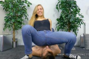 990722 Blonde Facesitting In Jeans
