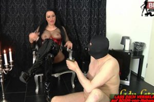 994580 German Bdsm Domina Spitting And Piss Slave